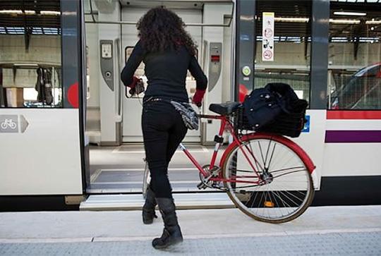 Bicleta entrando al tren de cercanias