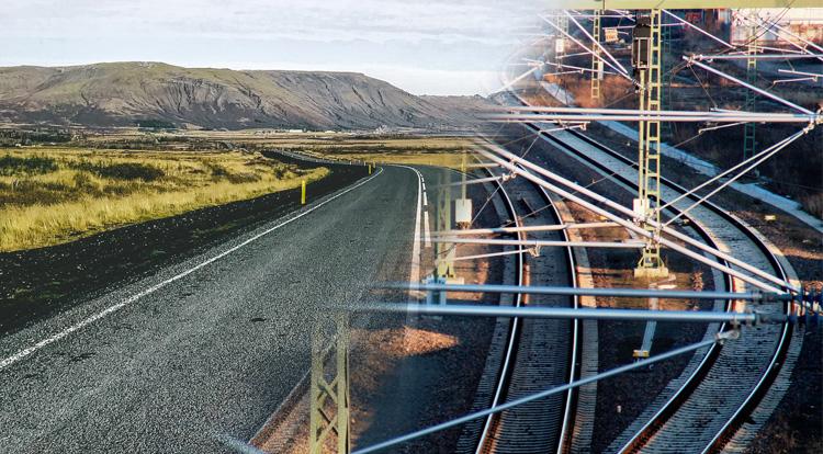 Imagen de una carretera y unas vías de tren