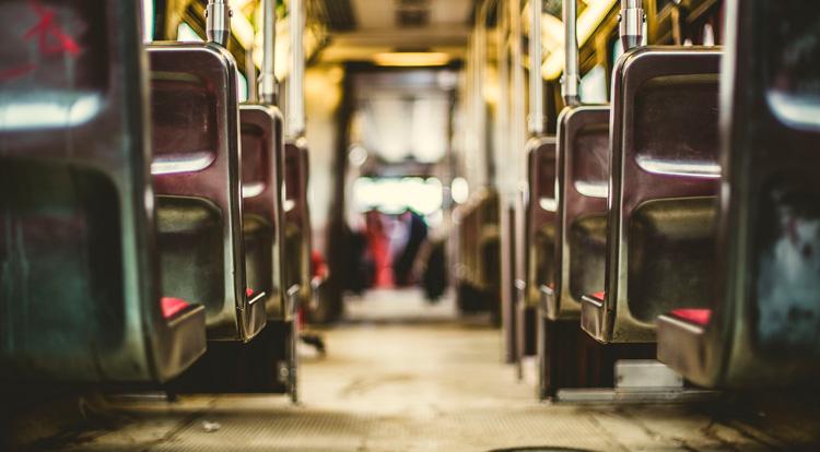 Interior de un tren urbano